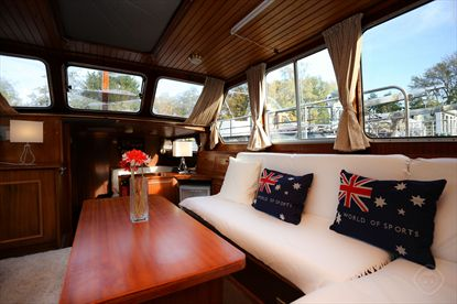 Classic South Houseboat short stay apartment Amsterdam