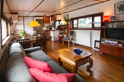 Noah's Houseboat short stay apartment Amsterdam