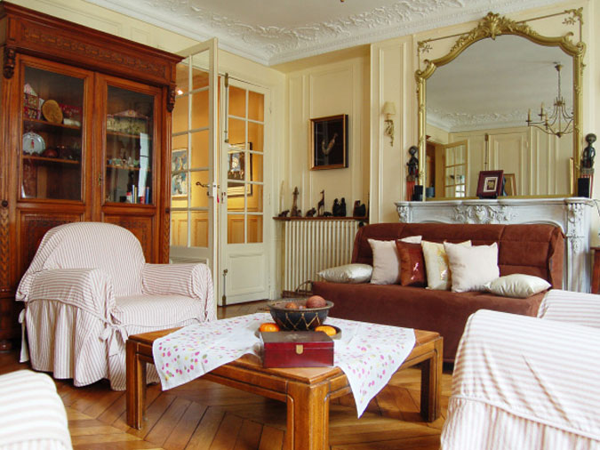 Classic French Style Short Stay Apartment Paris